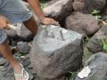 Cara Membelah Batu Gunung Merapi dengan Alat Tradisional