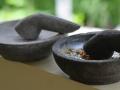Cobek Batu Merapi Baru (Kiri) dan Lama (Kanan)