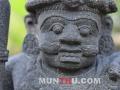 Arca Dwarapala / Patung Gupolog tampak kepala depan