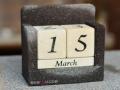 Kalendar Batu Alam dan Batu Putih Menunjukkan Tanggal 15 Maret
