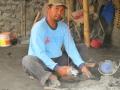 Pak Muhyasin Sedang Bekerja Membuat Munthu Batu Merapi
