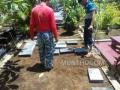 Proses Pemasangan Nisan Makam