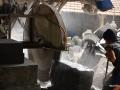 Proses Pemotongan Batu dengan Mesin Potong