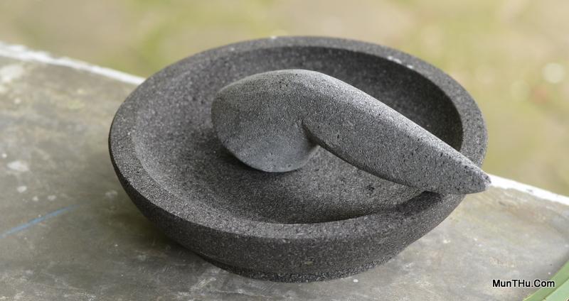 Cobek dan Ulekan dari Batu Alam (Candi) Merapi karya Pengrajin Dusun Sewan