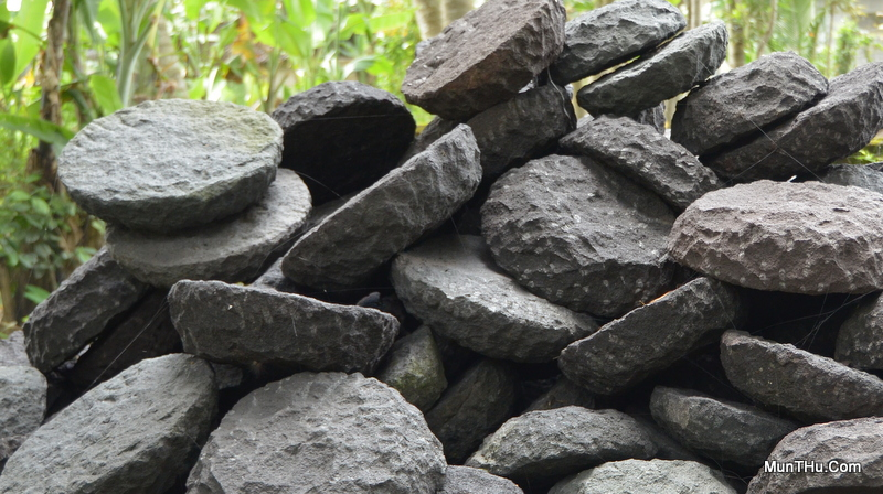 Proses Pembuatan Cobek Batu Alam: Bentuk Kasar