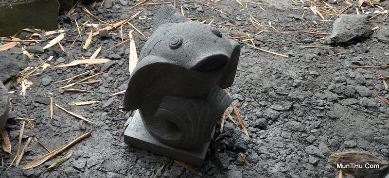 Patung Ikan Koi Batu Alam Merapi T50 L30x30