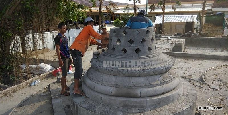 Proses Pembuatan dan Pemasangan Stupa Candi Borobudur di Bandara Adisucipto Yogyakarta