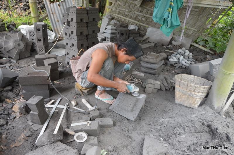 Penggunaan Mesin Modern untuk Penghalusan Pahat Batu