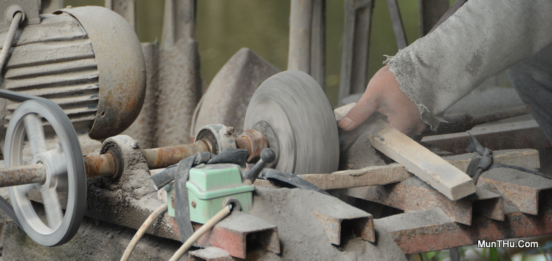 Proses Pembubutan Cobek Batu Alam Merapi