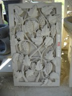 Relief Dinding Batu Putih Motif Ukiran Pohon Anggur