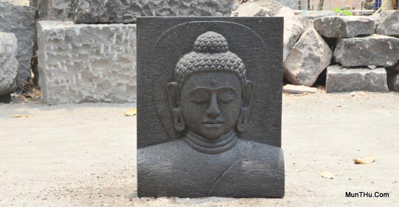 Relief Kepala Budha Batu Candi Merapi