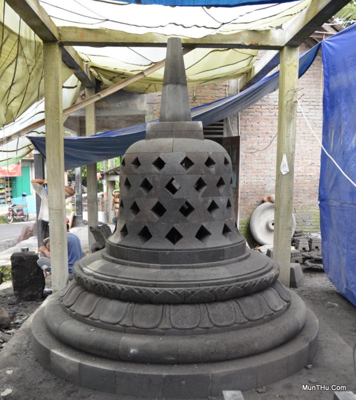 Stupa Candi Borobudur Yang Sudah Jadi