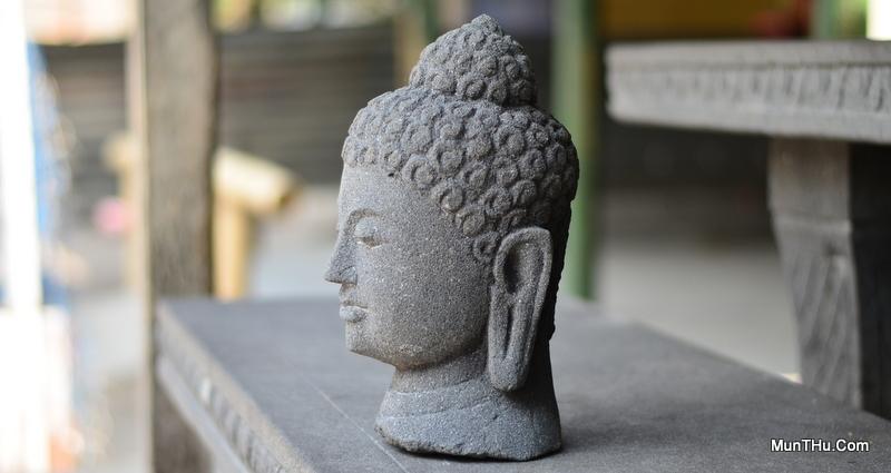 Arca / Patung Kepala Budha Candi Borobudur Batu Alam Merapi
