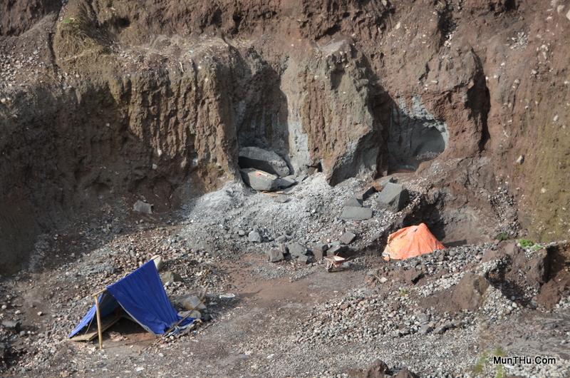 Tambang Batu Andesit Gunung Merapi di Keningar Dukun Magelang