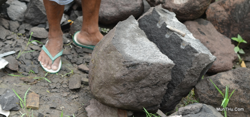 Membelah Batu Gunung Merapi / Batu Candi dengan Alat Tradisional
