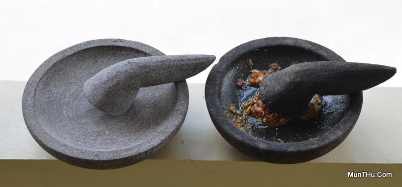 Cobek Batu Muntilan / Gunung Merapi Baru (Kiri) dan Lama (Kanan)