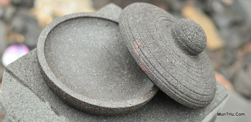 Cobek dengan Tutup Eksotis Batu Andesit Gunung Merapi