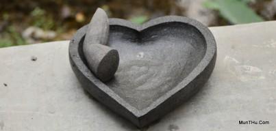 Cobek Cinta: Bentuk Jantung Hati dari Batu Gunung Merapi