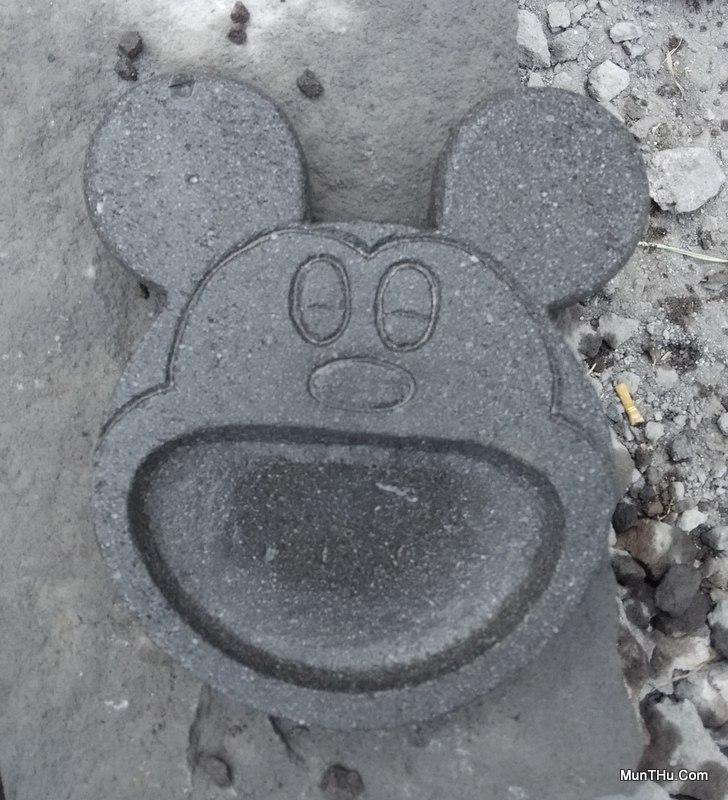 Cobek Mickey Mouse dari Batu Gunung Merapi