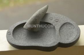 Cobek Batu Anjing Snoopy dari Batu Kali